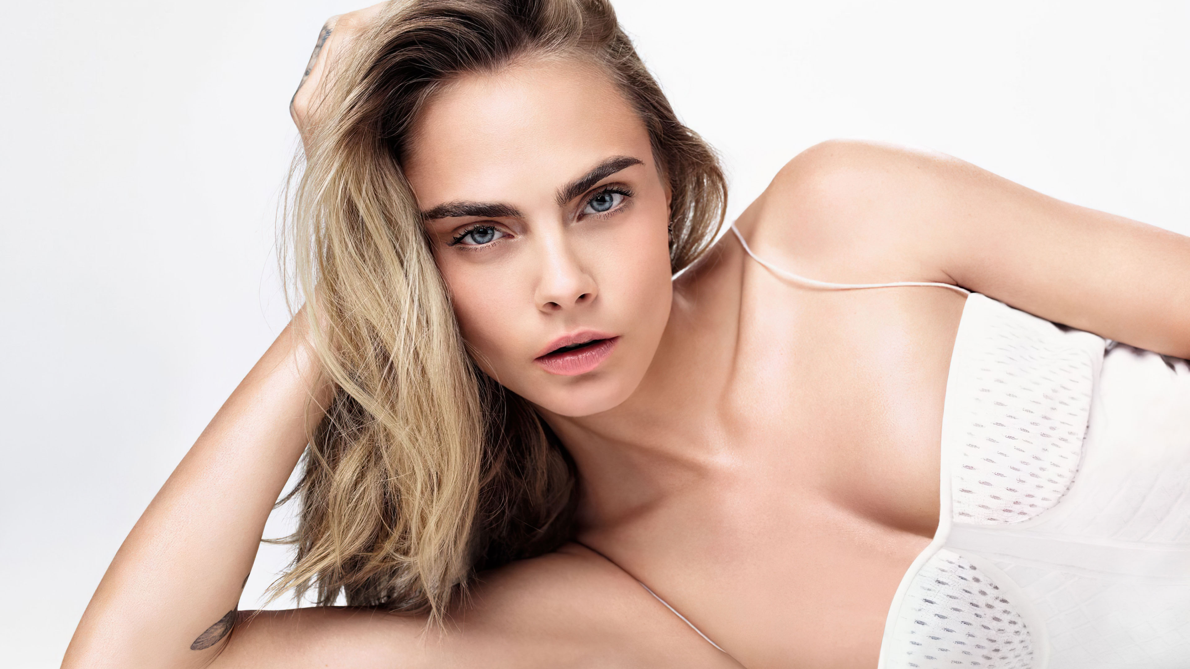 美女模特,欧美女神,金发,凝视,美肩