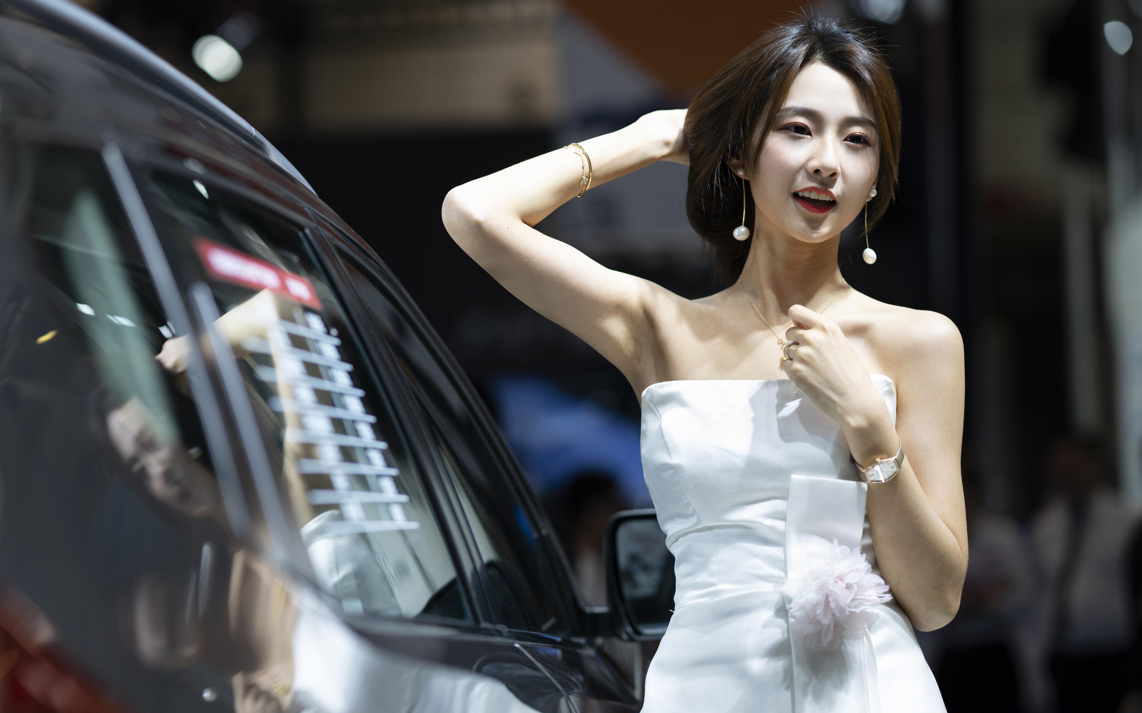 美女模特,性感女神,短发,耳环,白裙子,车模